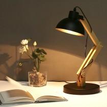 現代簡約原木可調角度黑色桌燈